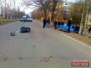 ДТП в Измаиле: столкнулась легковушка с мотоциклом (фото)