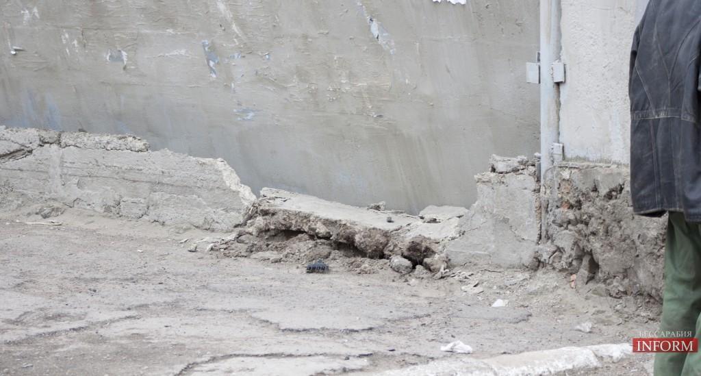 Измаил: ДТП - Ауди снесла забор и скрылась
