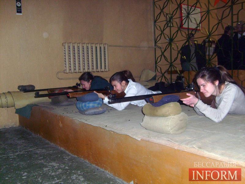 В Измаиле прошли соревнования по стрельбе среди девушек