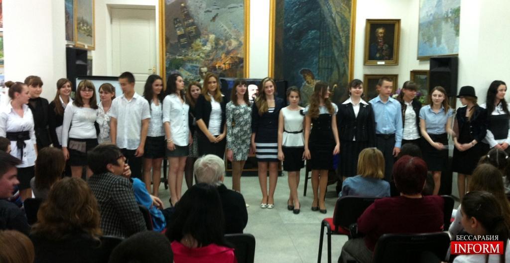 1-я школа: Творческие таланты продемонстрировали ученики 10х классов
