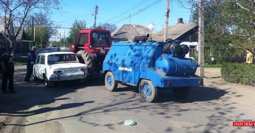 """ДТП: в Измаиле трактор атаковал """"копейку"""""""