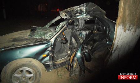 Измаил: превышение скорости привело к ДТП, водителя вырезали из авто спасатели