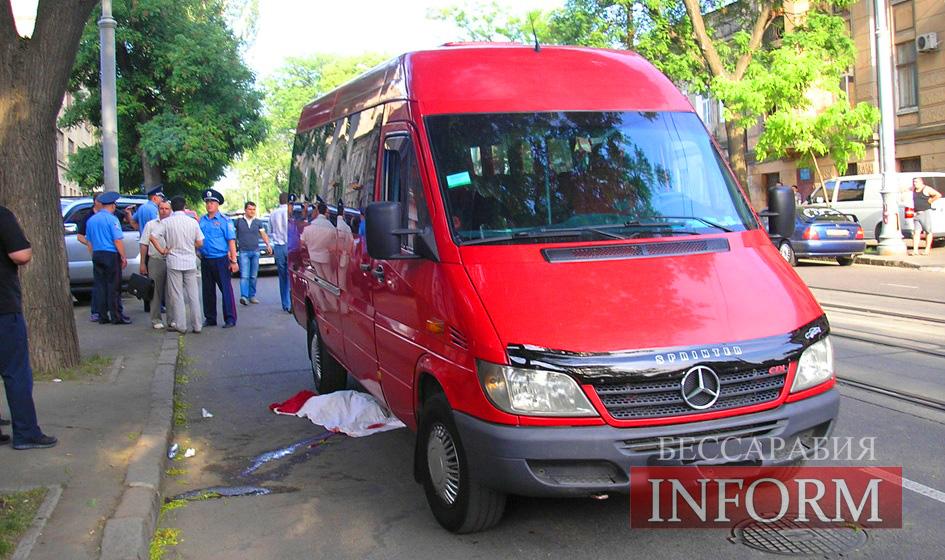 Под колесами микроавтобуса трагически погиб ребенок