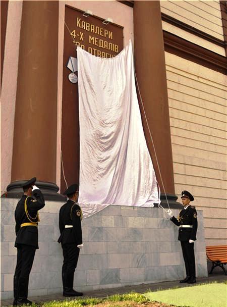 В Одессе открыли памятную доску с ошибками (2 фото)