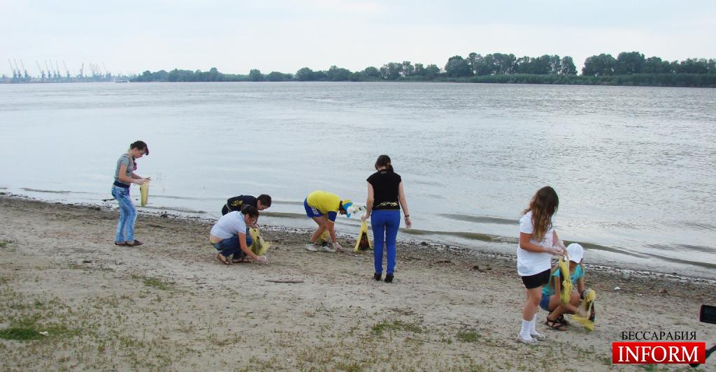 """Акция """"чистый пляж"""" прошла на берегу Дуная"""