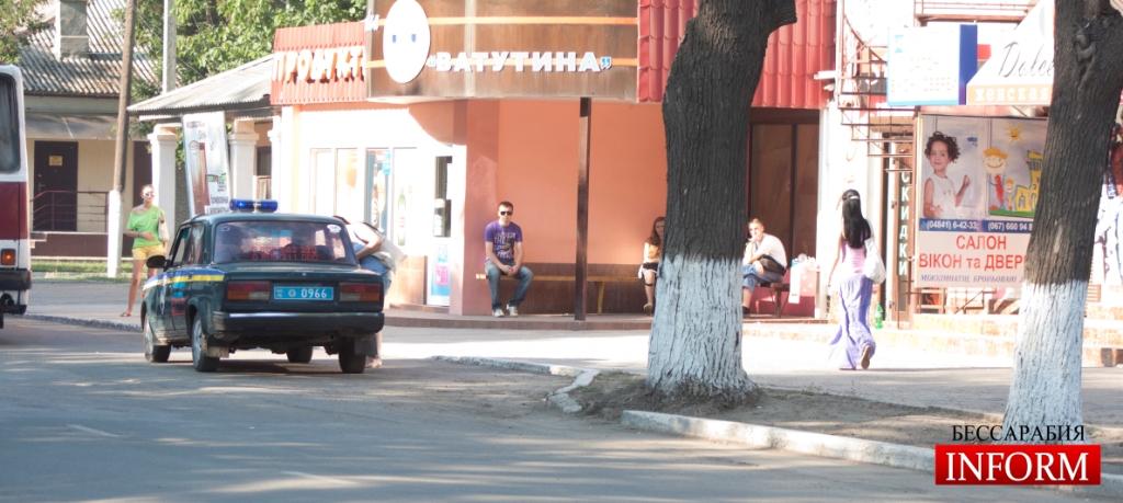 Измаил: Двое парней утащили манекен от магазина