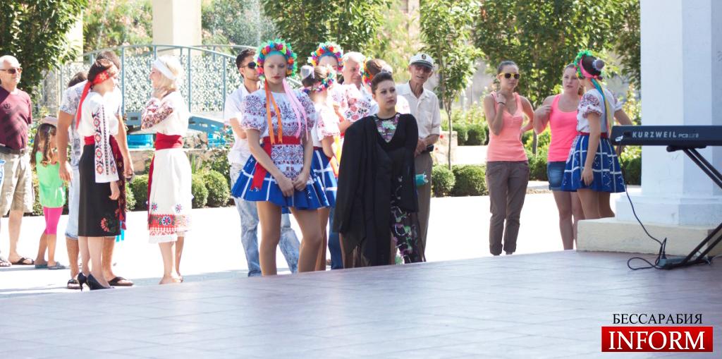 Измаил: Городские звезды поздравили измаильчан! ФОТОрепортаж