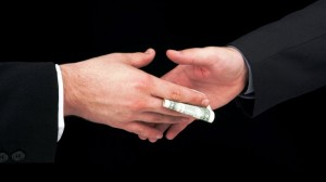 взятка-300x168 За подкуп избирателей можно попасть в тюрьму - Порошенко подписал закон