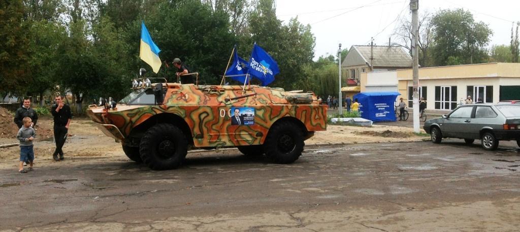 IMG 0374 Регионал Барвиненко борется за электорат при поддержке бронетехники (фото, видео)
