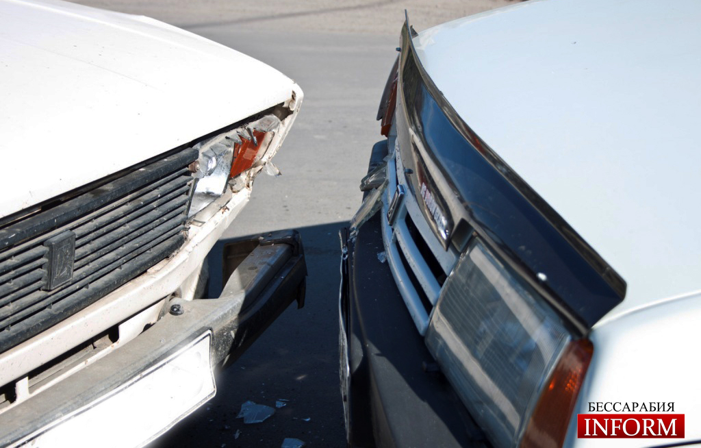 ДТП в Измаиле: На Чехова, примитивно столкнулись два ВАЗа