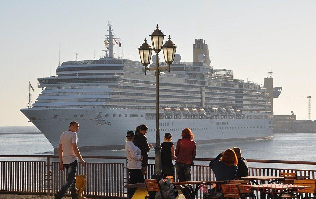 """Сегодня в Одесский порт зашел один из самых больших в мире теплоходов """"ARCADIA"""""""
