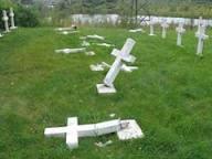 Измаильчанка совершила акт вандализма на поселковом кладбище.