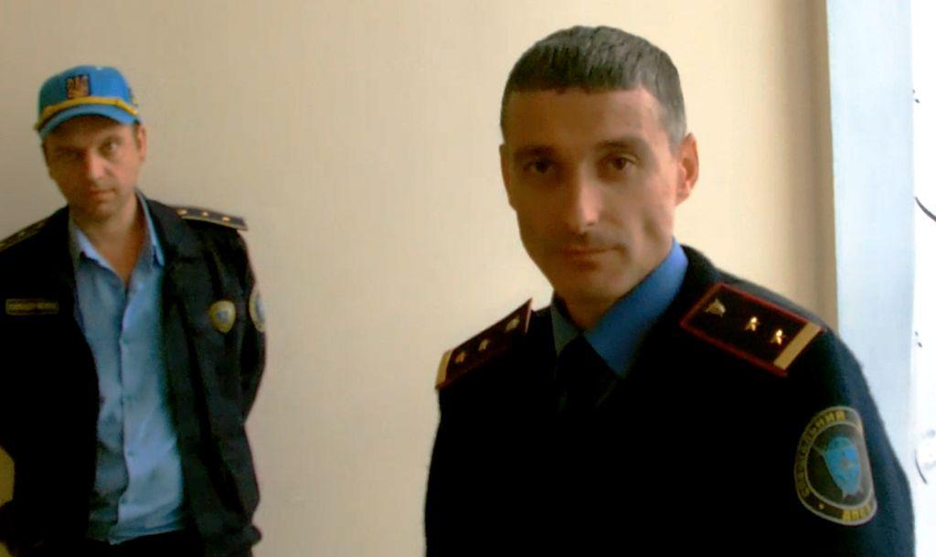 Руководитель Татарбунарской ОВК явился на заседание с охраной (фото, видео)