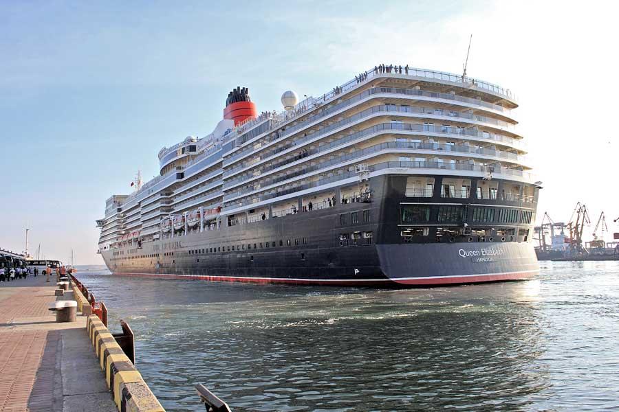 Королевский лайнер зашел в порт Одессы.Фото