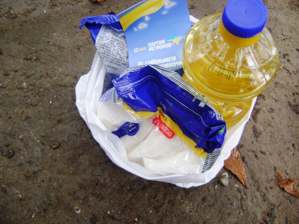"""В Одесской области люди получают """"продуктовые подкидыши"""" от ПР"""