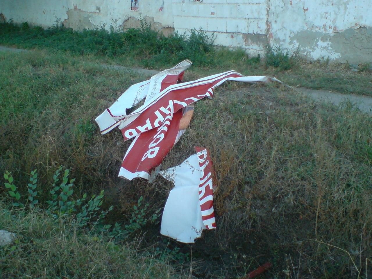 EsKrP06B4ow Болград. В очередной раз сорван баннер кандидата Александра Борнякова