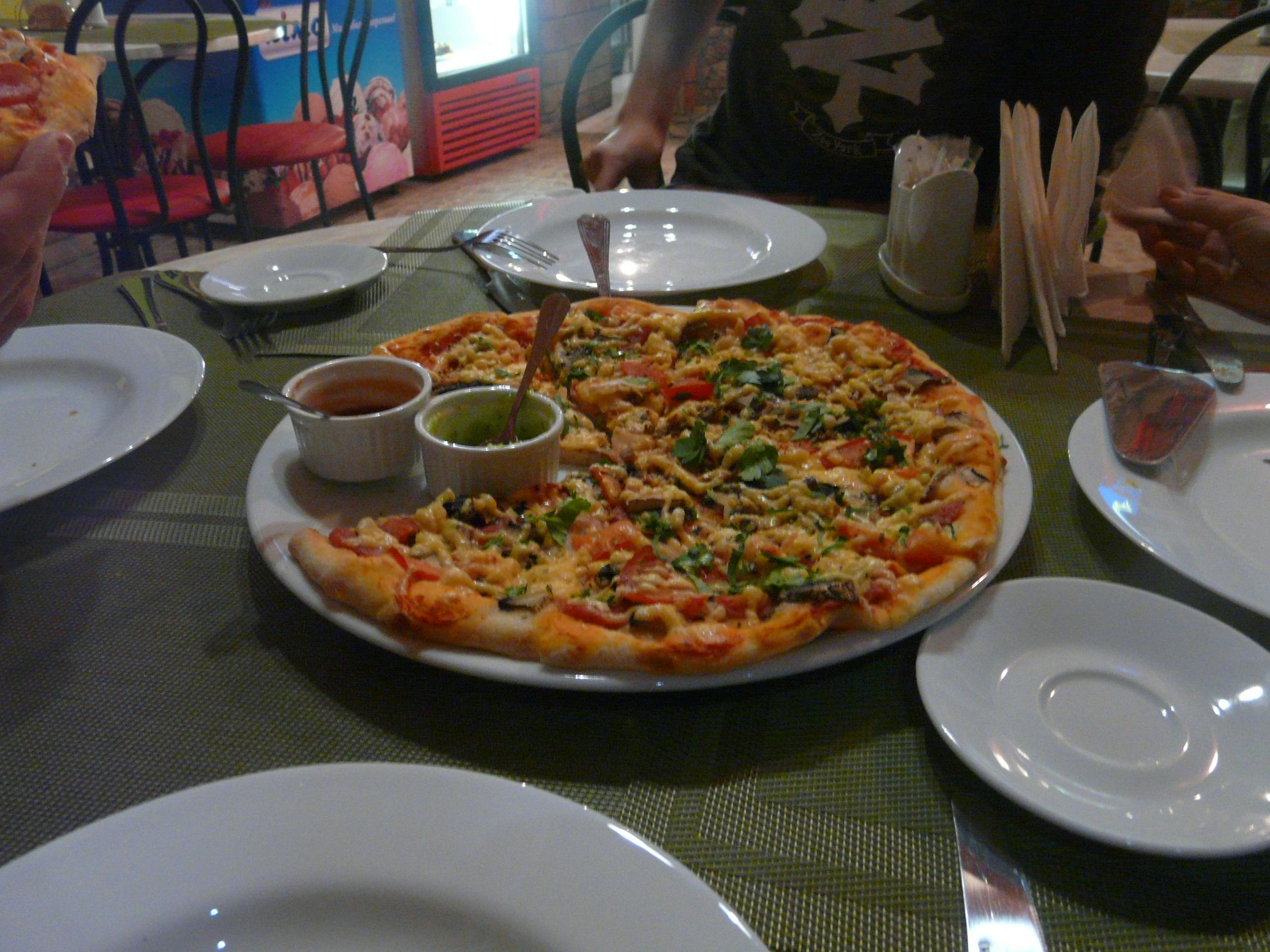 """БИ КаБаРе. Насладитесь итальянской пиццей в кафе """"Источник"""""""