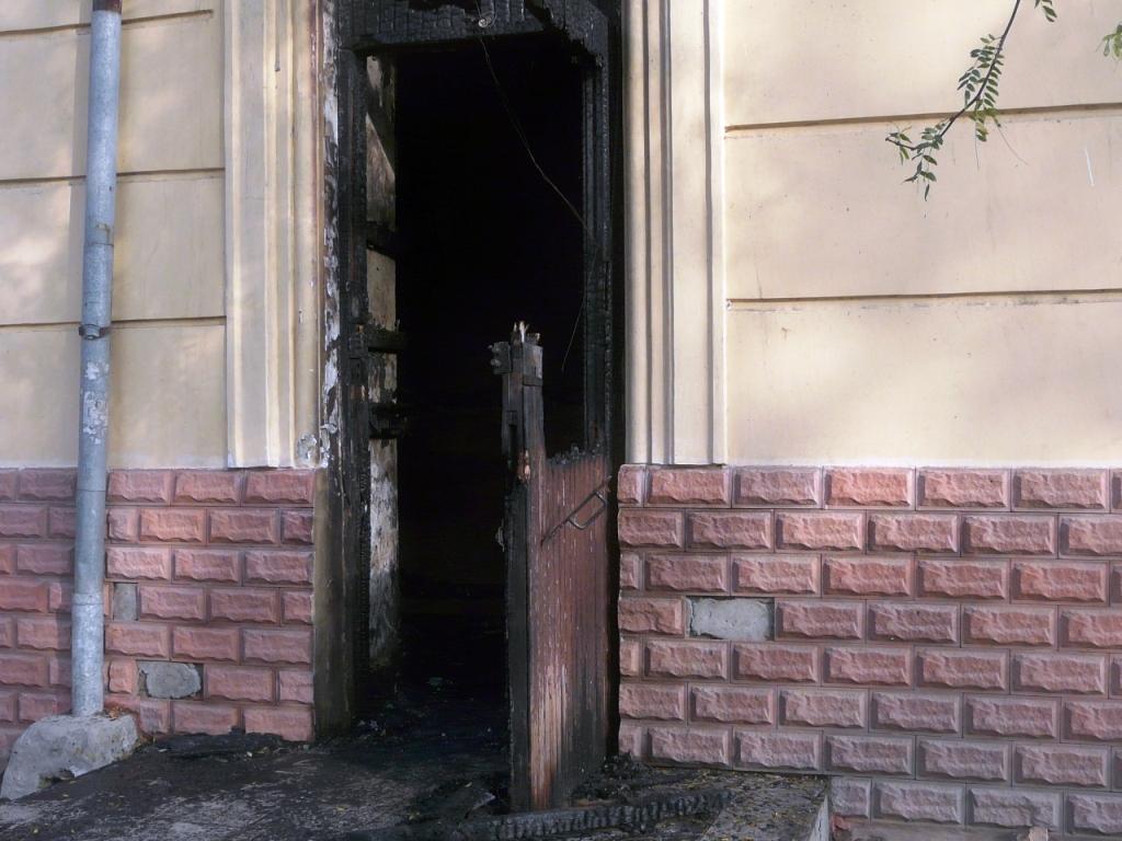 P1160189 В Измаиле ночью сгорел магазин. ФОТО