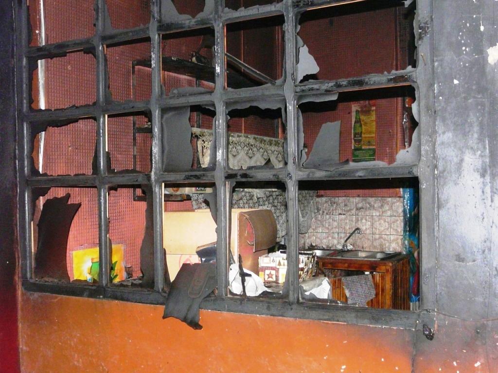 P1160192 В Измаиле ночью сгорел магазин. ФОТО