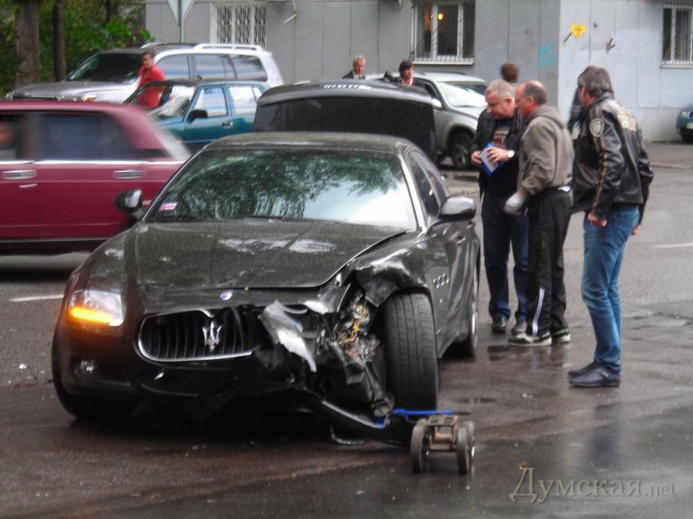 "bpicturepicture_1132561250445_64703 VIP ДТП в Одессе: ""Mercedes"" протаранил ""Mazeratti"""