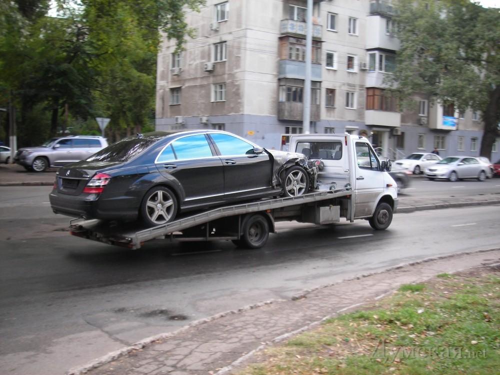 "VIP ДТП в Одессе: ""Mercedes"" протаранил ""Mazeratti"""