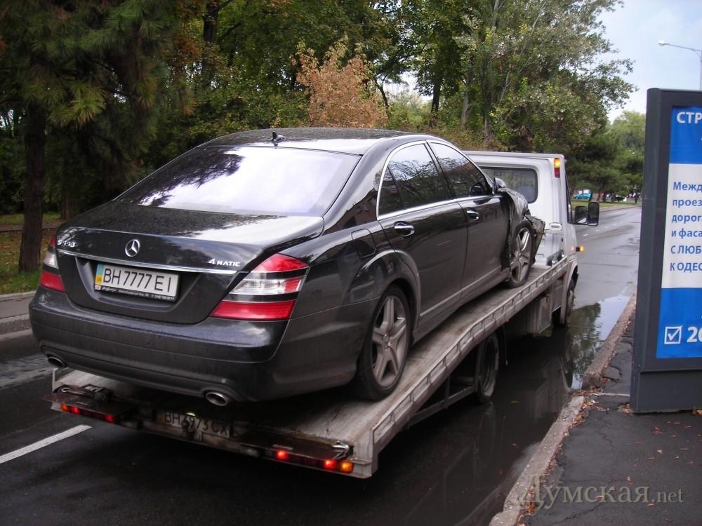 "bpicturepicture_8655638550444_81213 VIP ДТП в Одессе: ""Mercedes"" протаранил ""Mazeratti"""