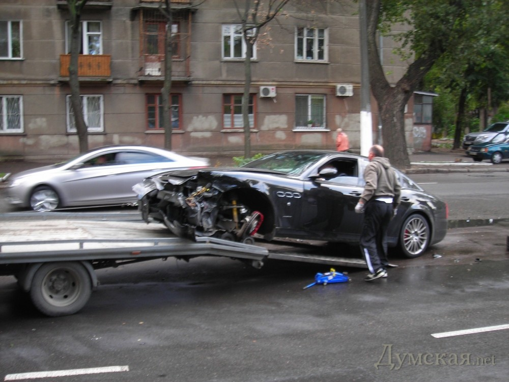 "bpicturepicture_9992335650449_27002 VIP ДТП в Одессе: ""Mercedes"" протаранил ""Mazeratti"""