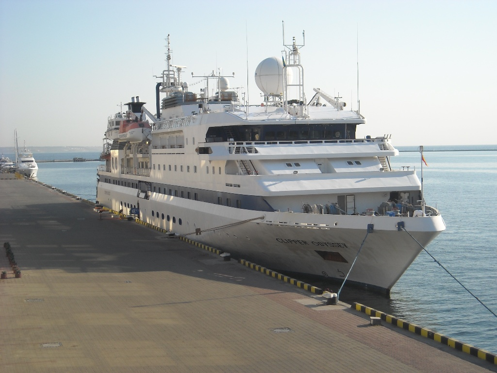В Одесском порту стоит багамская мега-яхта