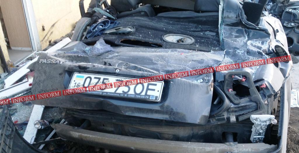 """dtp_v_tatarbynarah-4 Страшное ДТП в Татарбунарах:""""VW Passat"""" влетел в универсам. Есть жертвы! (фото, видео)"""