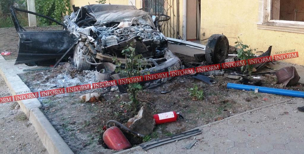 """dtp_v_tatarbynarah-7 Страшное ДТП в Татарбунарах:""""VW Passat"""" влетел в универсам. Есть жертвы! (фото, видео)"""