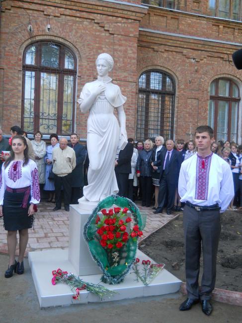 В Белгород-Днестровском открыли памятник Лесе Украинке