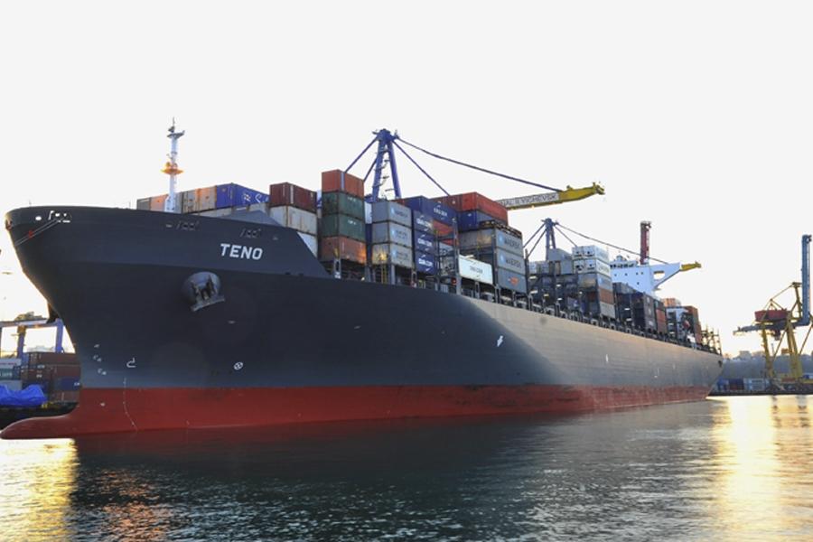 Ильичёвский порт принял контейнеровоз-восьмитысячник