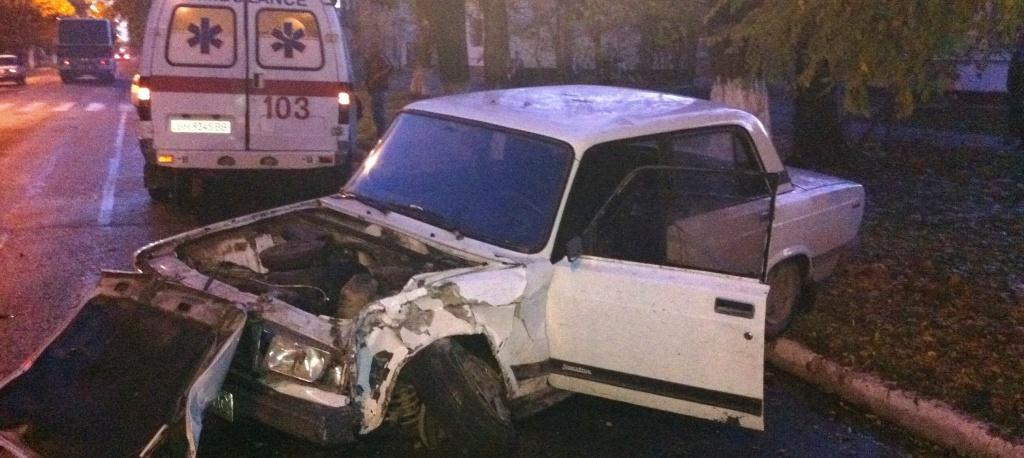 """Вечернее ДТП в Измаиле: """"пятерка"""" протаранила дерево"""