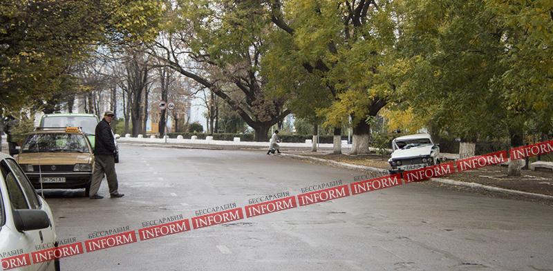 Утреннее ДТП в Измаиле: Шестерка влетела в дерево! ФОТО