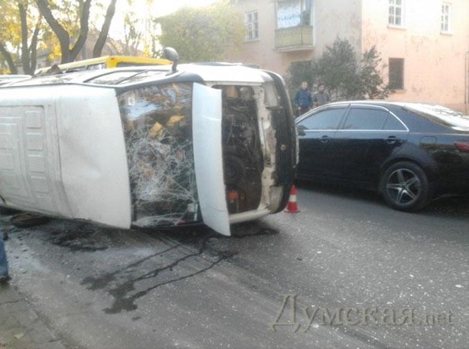 В Одессе мусоровоз протаранил маршрутку. Есть жертвы