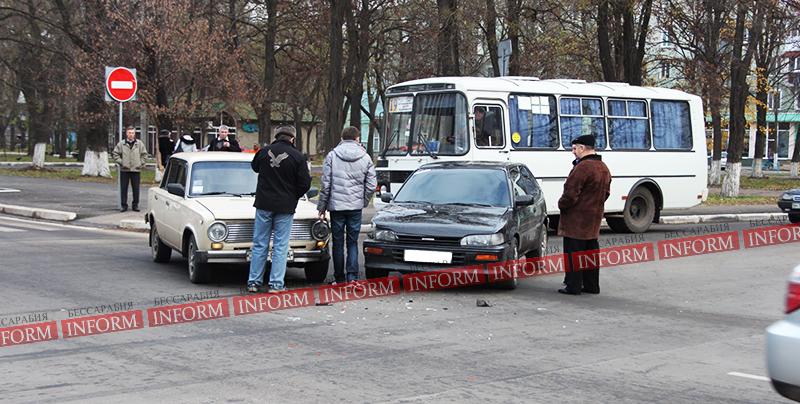 """Утреннее ДТП в Измаиле: """"Toyota"""" протаранила """"Копейку"""". ФОТО"""