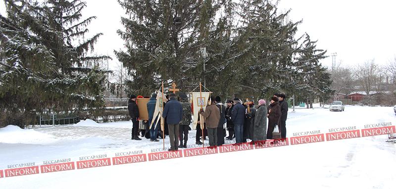 В день освобождения города от турок, православные прошлись крестным ходом. фото +видео