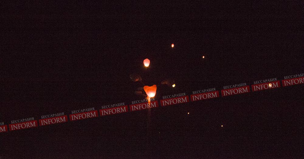 """Измаил: У """"Кораблика"""" провели запуск фонариков ко дню борьбы со СПИДом. ФОТО"""