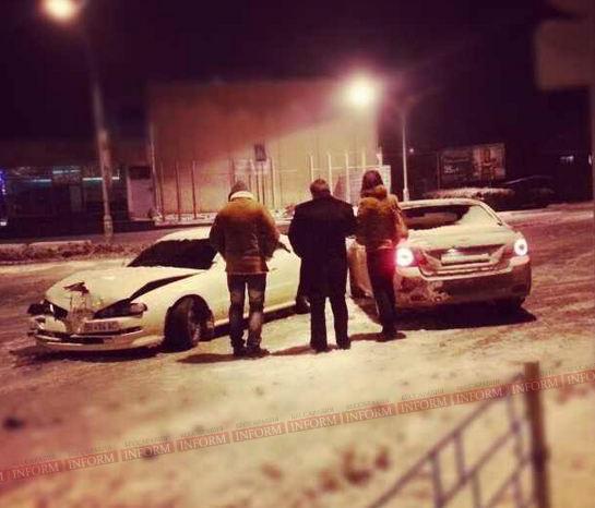 Первые авто жертвы вчерашней непогоды. фото