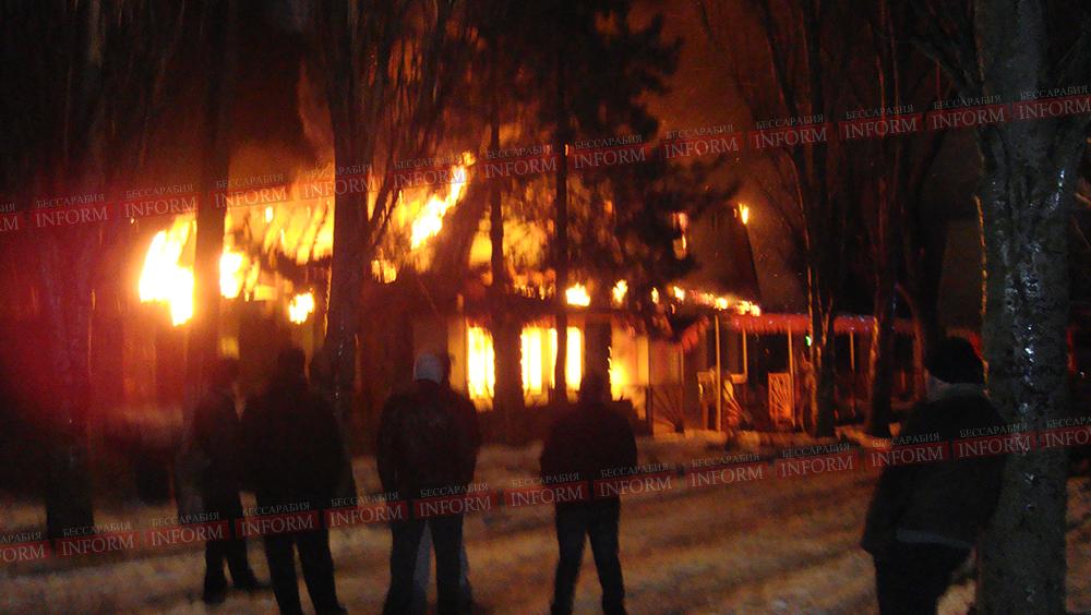 Пожар в Сергеевке уничтожил двухэтажку! (обновлено 10:43) (ВИДЕО +фото)