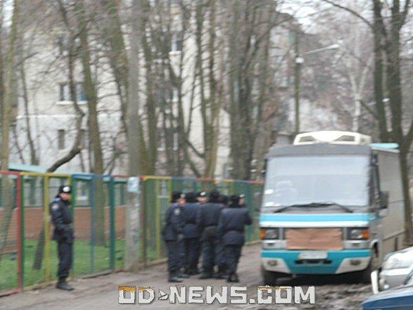 Одесса: вопросы Януковичу смогли задать только предъявители мед. справок? (фото, видео)