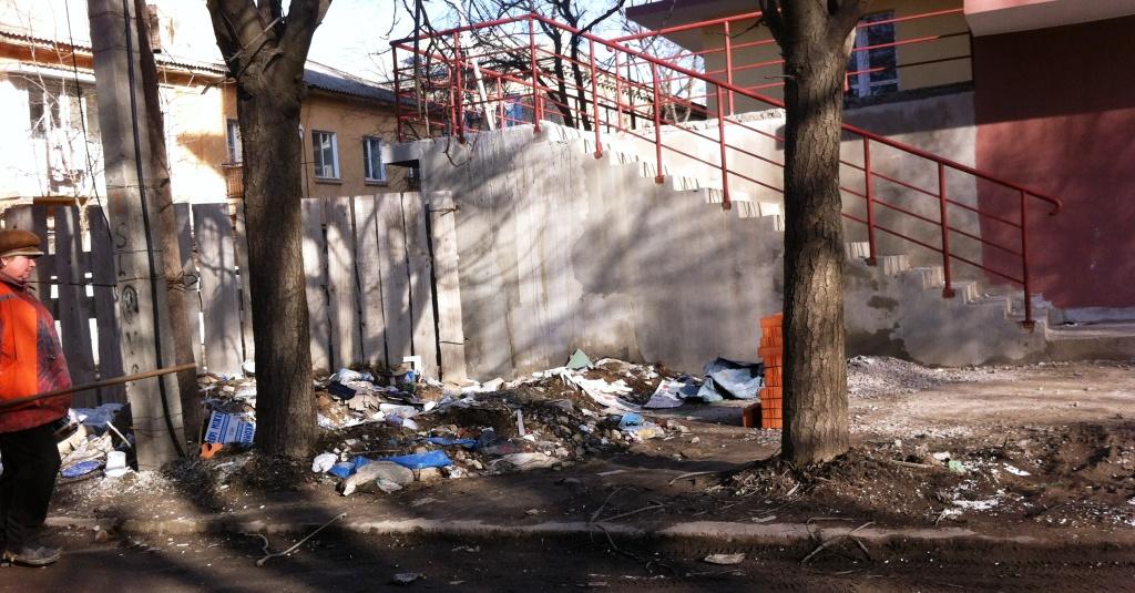 Измаил: стройка в центре города превратила улицу в помойку