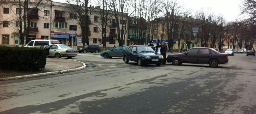 В центре Измаила дорогу не поделили Опель и ВАЗ(фото)