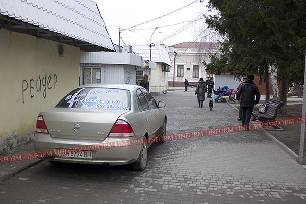 """Измаил: Ниссан в рубрике """"Я паркуюсь как дурак"""". Фото"""
