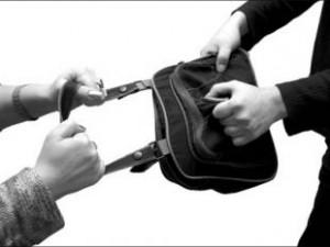 Белгород-Днестровский:  женщина ограбила девочку