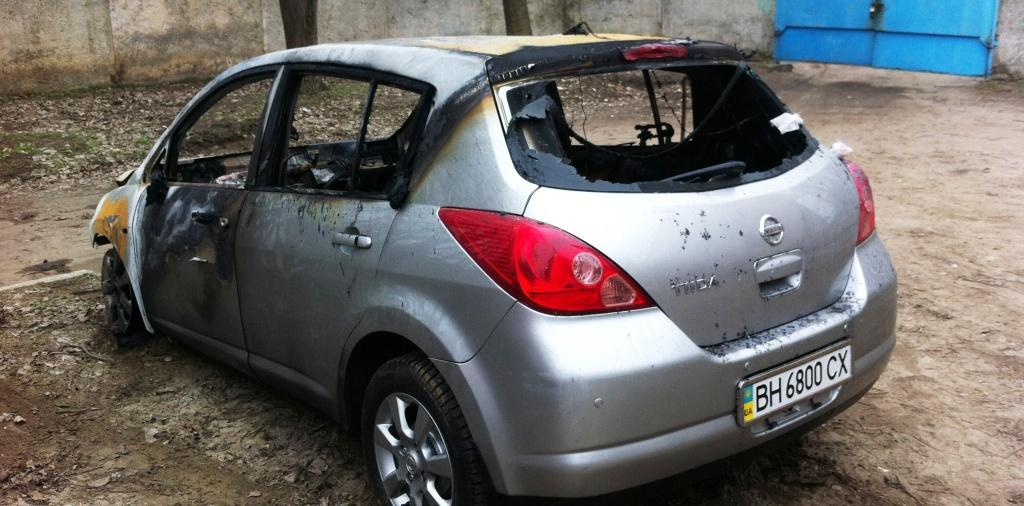 В Измаиле предпринимателю ночью сожгли два автомобиля (фото)