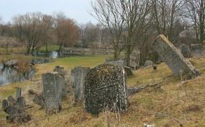 Килия: мужчина не побрезговал украсть с кладбища