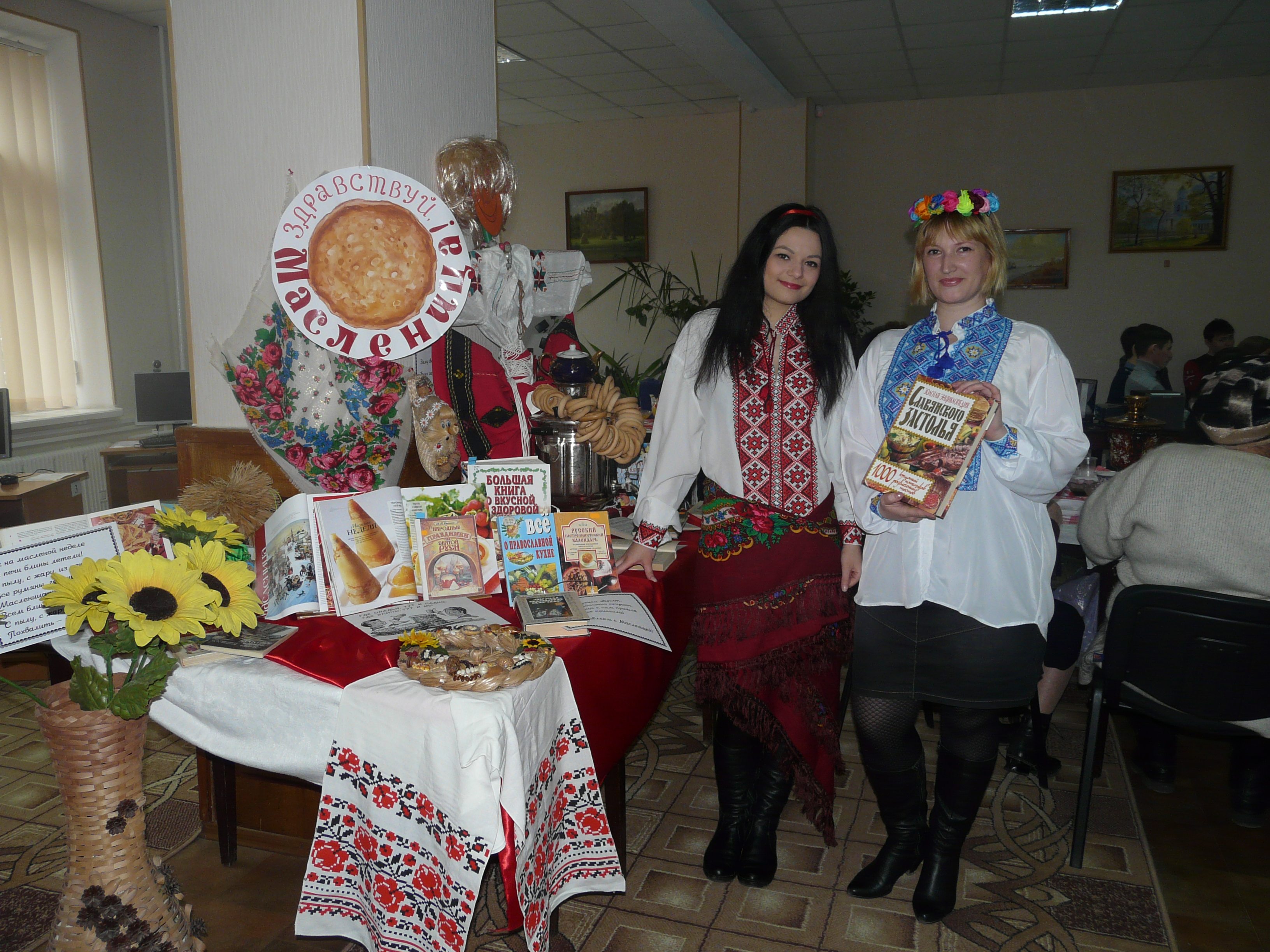 P1180268 Измаил: Библиотека Котляревского угощает блинами
