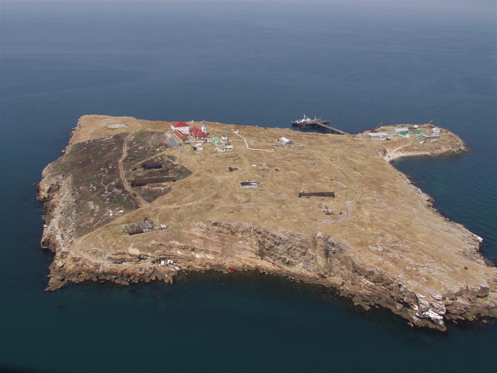 Остров Змеиный под охраной чиновников