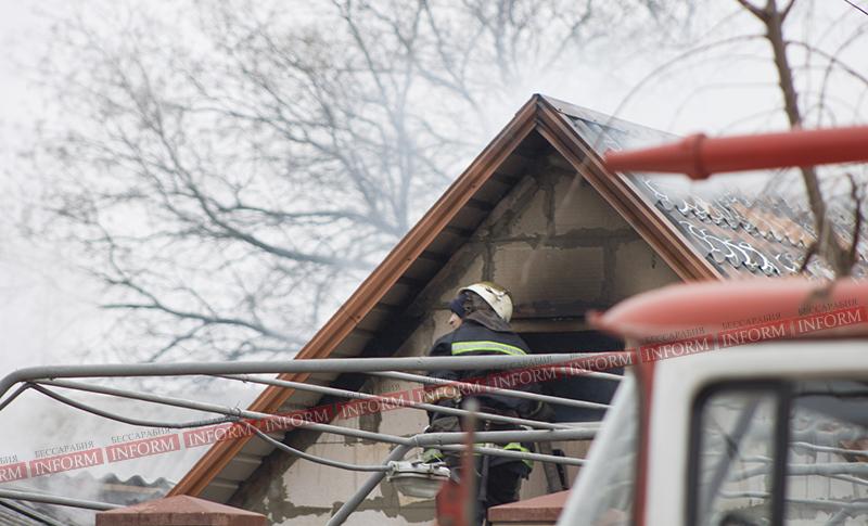 Пожар в Измаиле чуть не уничтожил две крыши! (фото)